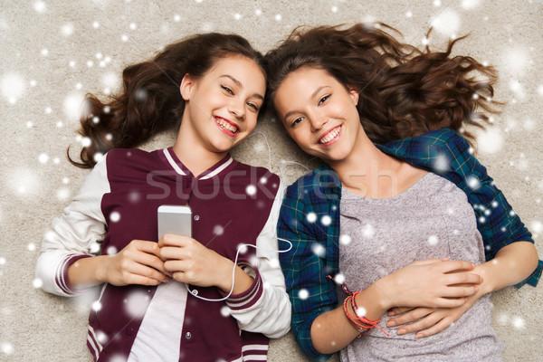ストックフォト: 音楽を聴く · スマートフォン · 人 · 冬 · クリスマス