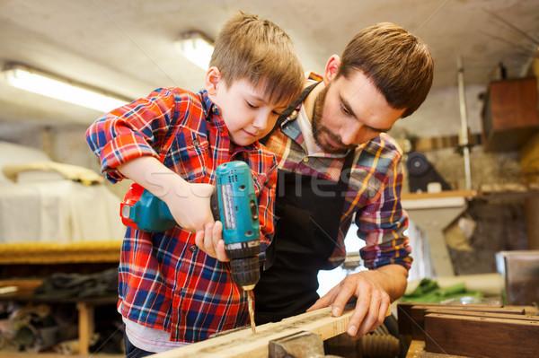 Baba oğul matkap çalışma atölye aile marangozluk Stok fotoğraf © dolgachov