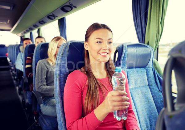 Zdjęcia stock: Szczęśliwy · młoda · kobieta · manierka · podróży · autobus · transportu