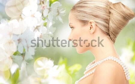 Szczęśliwy kobieta wieniec kwiaty zbóż dziedzinie Zdjęcia stock © dolgachov