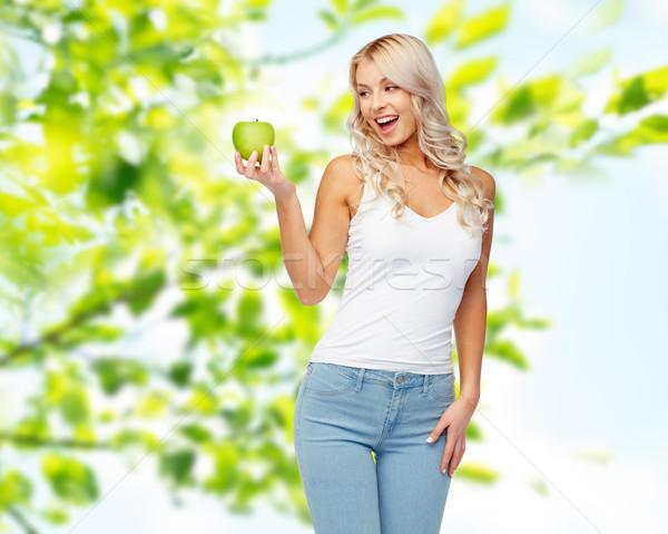 Boldog gyönyörű fiatal nő zöld alma egészséges étkezés Stock fotó © dolgachov