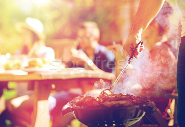 Férfi főzés hús barbecue grill nyár buli Stock fotó © dolgachov