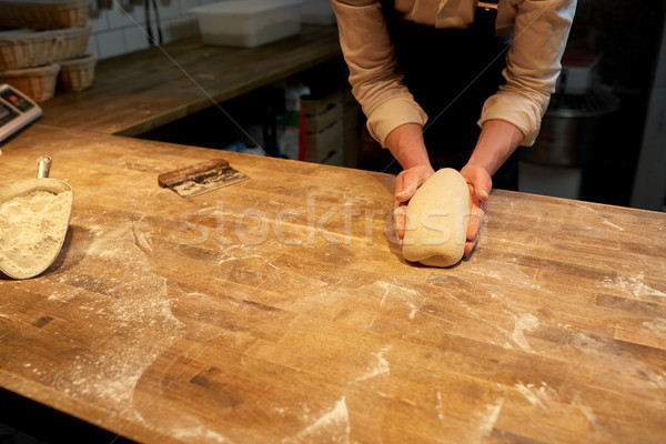 Kucharz piekarz gotowania piekarni żywności Zdjęcia stock © dolgachov
