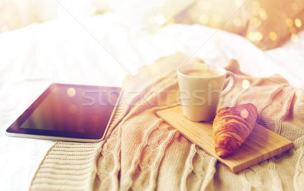 кофе круассан кровать домой технологий Сток-фото © dolgachov