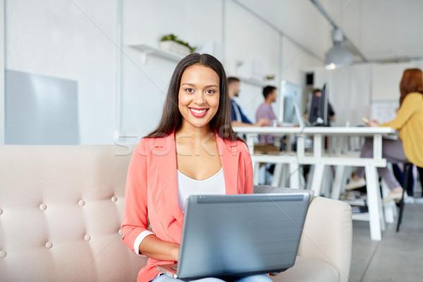 Stock fotó: Boldog · nő · laptop · dolgozik · iroda · üzlet