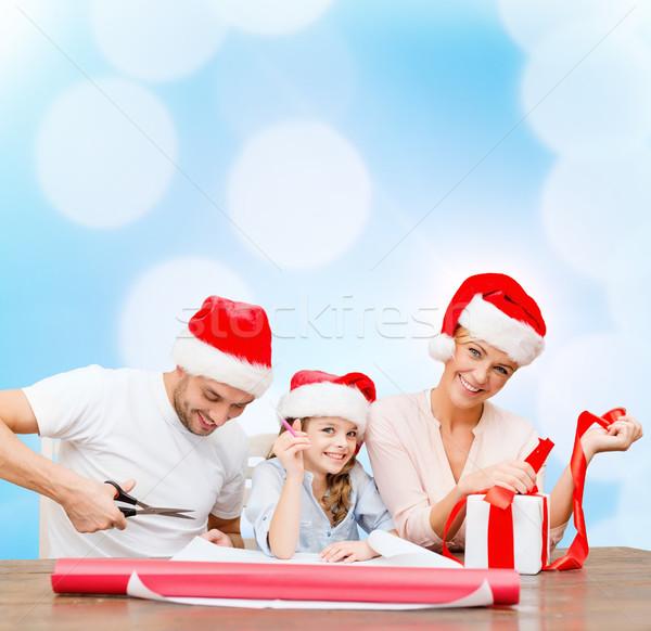 Glimlachend familie helper hoeden geschenkdoos Stockfoto © dolgachov
