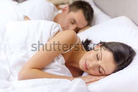 Сток-фото: счастливым · пару · спальный · кровать · отель · путешествия