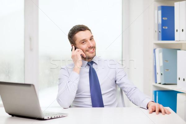 Stockfoto: Zakenman · laptop · smartphone · kantoor · business · technologie