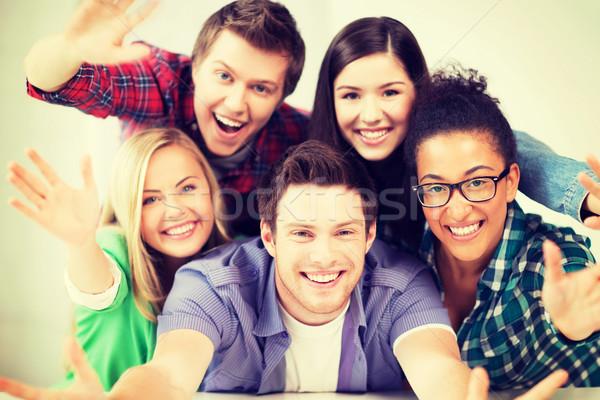 Zdjęcia stock: Grupy · studentów · szkoły · edukacji · kobiet · szczęśliwy