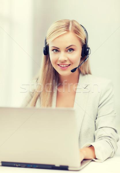 Amistoso femenino línea de ayuda operador portátil sonriendo Foto stock © dolgachov