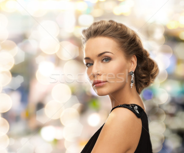 Mooie vrouw avondkleding oorbellen mensen vakantie Stockfoto © dolgachov