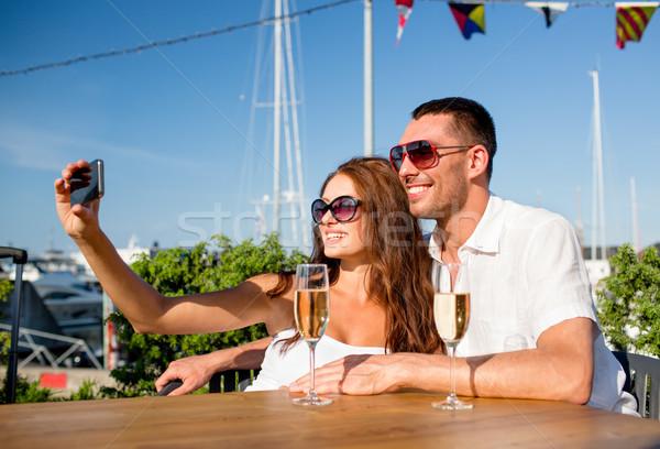 Uśmiechnięty para pitnej szampana Kafejka miłości Zdjęcia stock © dolgachov