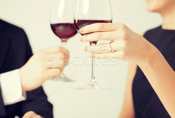 Foto stock: Comprometido · casal · copos · de · vinho · quadro · restaurante · vinho