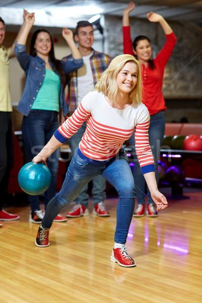 Photo stock: Heureux · jeune · femme · balle · bowling · club