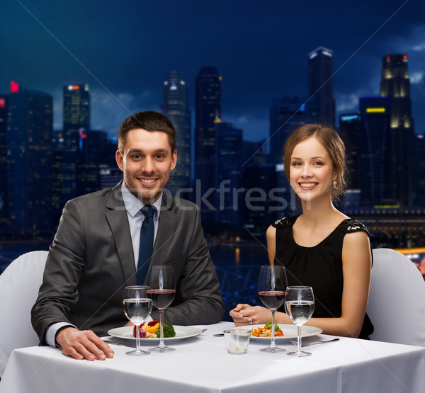Foto stock: Sonriendo · Pareja · comer · restaurante · personas