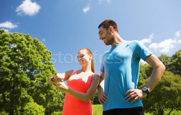 Glimlachend mensen hartslag buitenshuis fitness sport Stockfoto © dolgachov