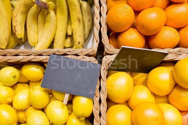 Vruchten voedsel markt verkoop winkelen vitamine c Stockfoto © dolgachov