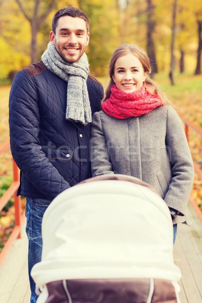 Sorridente casal bebê praça outono parque Foto stock © dolgachov