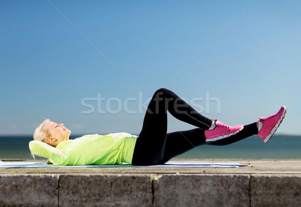 Mulher esportes ao ar livre esportes estilo de vida cidade Foto stock © dolgachov