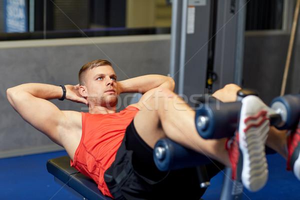 Jonge man abdominaal gymnasium sport fitness Stockfoto © dolgachov