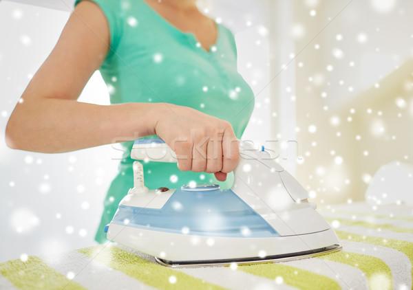 Gelukkig vrouw ijzer strijken home Stockfoto © dolgachov