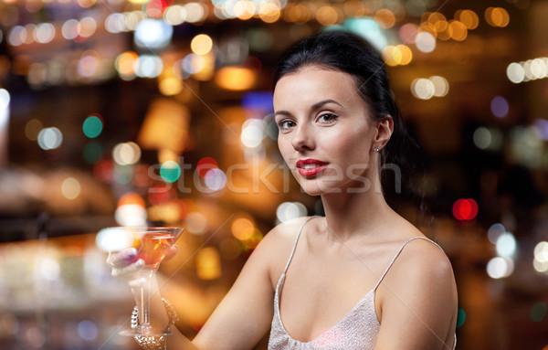 Mujer cóctel club nocturno bar personas Foto stock © dolgachov