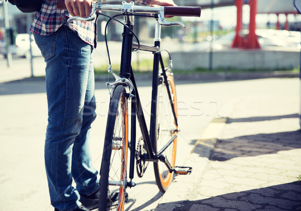 Adam sabit dişli bisiklet şehir sokak Stok fotoğraf © dolgachov