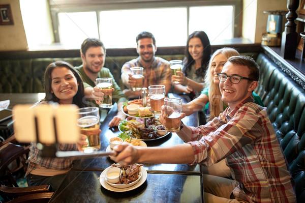 Gelukkig vrienden stick bar pub mensen Stockfoto © dolgachov