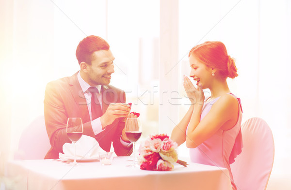 Mann Freundin Restaurant Paar Urlaub lächelnd Stock foto © dolgachov