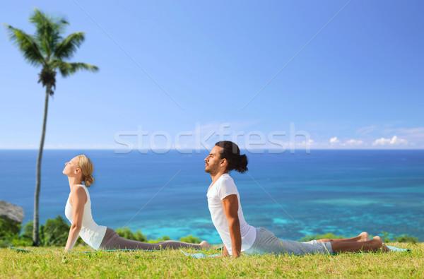 Casal ioga cobra pose ao ar livre Foto stock © dolgachov