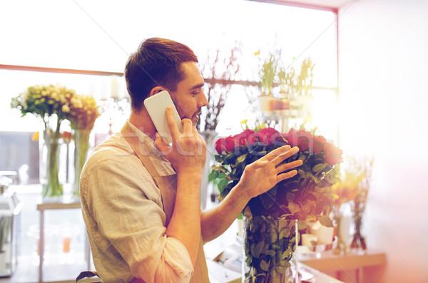 男 スマートフォン 赤いバラ 花屋 人 販売 ストックフォト © dolgachov