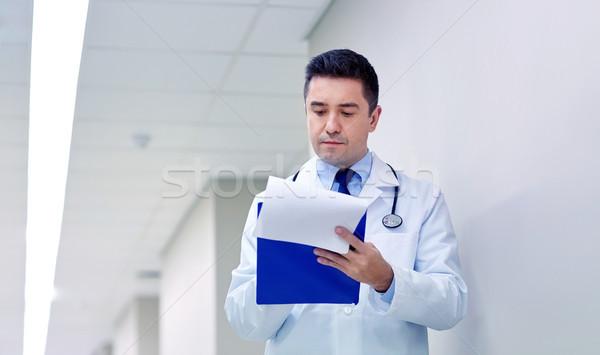 Arzt Zwischenablage Krankenhaus Korridor Klinik Menschen Stock foto © dolgachov