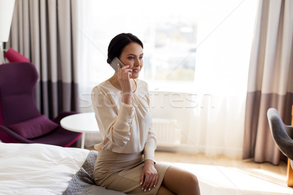 Stockfoto: Zakenvrouw · smartphone · hotelkamer · zakenreis · mensen · technologie
