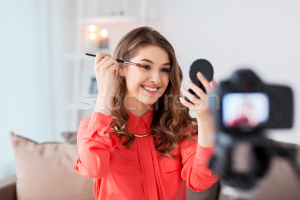 Kadın göz makyajı eğitimi video ev blog Stok fotoğraf © dolgachov