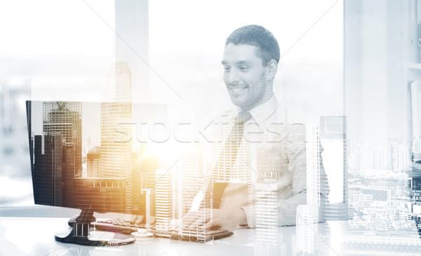 Sonriendo empresario ordenador oficina negocios tecnología Foto stock © dolgachov