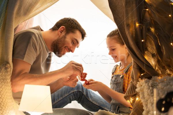 Família jogar chá festa crianças tenda Foto stock © dolgachov