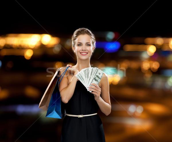 Mosolygó nő ruha bevásárlótáskák vásárlás vásár ajándékok Stock fotó © dolgachov