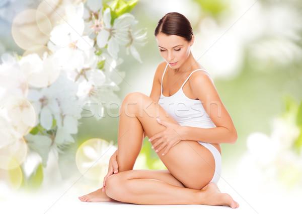 Mooie vrouw aanraken heupen mensen schoonheid lichaam Stockfoto © dolgachov