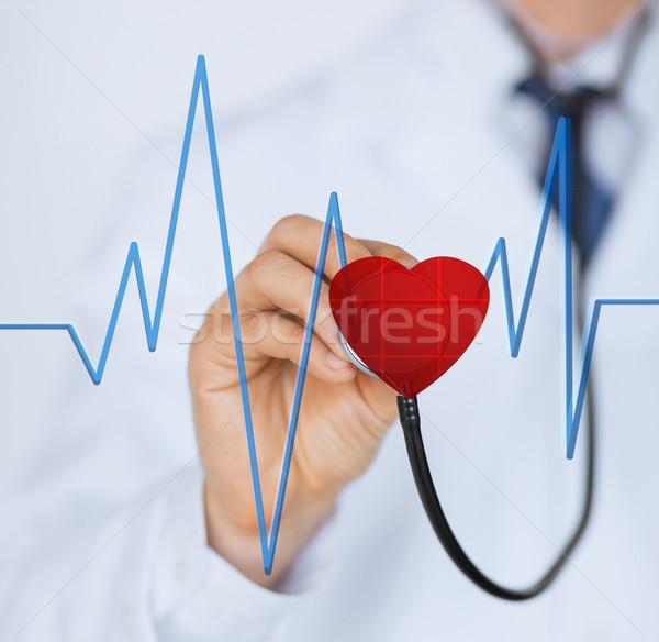 Médecin écouter battement de coeur stéthoscope écran Photo stock © dolgachov