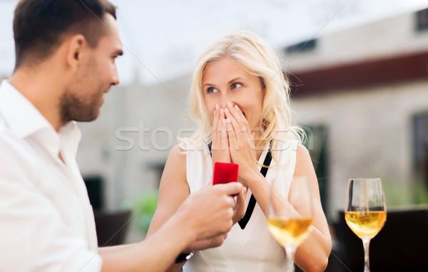 Heureux couple bague de fiançailles vin café amour Photo stock © dolgachov