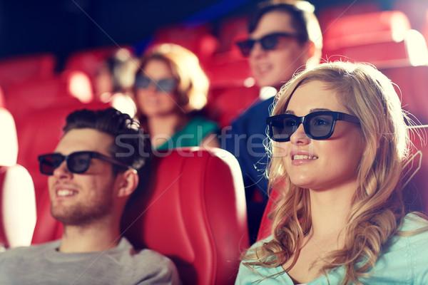 Boldog barátok néz film 3D színház Stock fotó © dolgachov