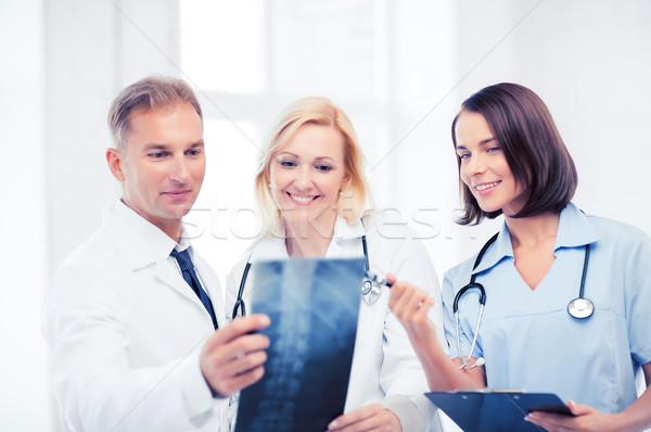Doktorlar bakıyor xray sağlık tıbbi radyoloji Stok fotoğraf © dolgachov