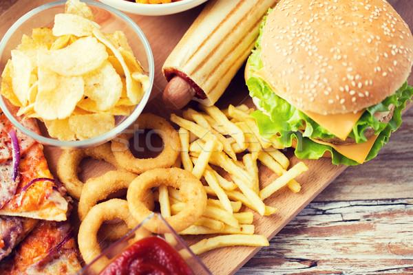 быстрого питания деревянный стол нездорового питания гамбургер Сток-фото © dolgachov