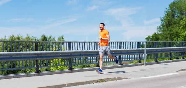 Sorridente moço corrida verão beira-mar fitness Foto stock © dolgachov