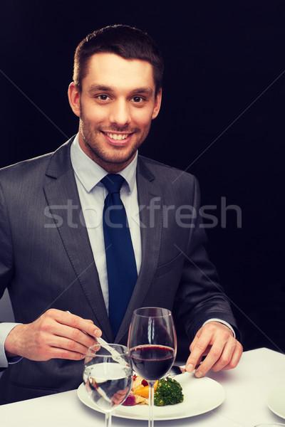 Stock fotó: Mosolyog · férfi · eszik · főétel · étterem · emberek
