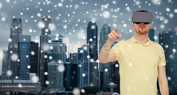 Adam sanal gerçeklik kulaklık 3d gözlük teknoloji Stok fotoğraf © dolgachov