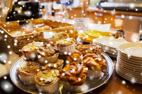 Torták kávézó pékség étel sütés karácsony Stock fotó © dolgachov
