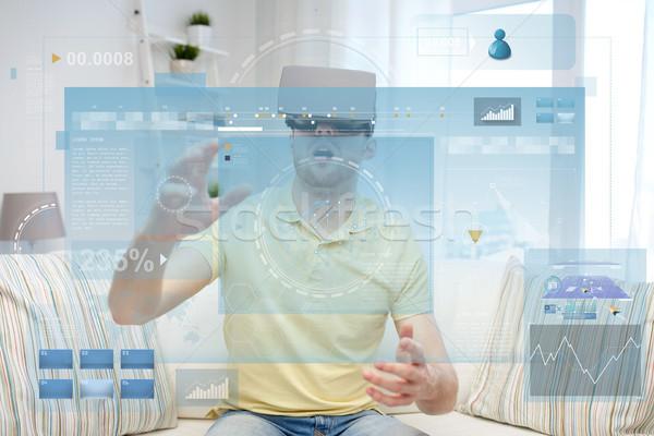 Moço virtual realidade fone óculos 3d tecnologia Foto stock © dolgachov