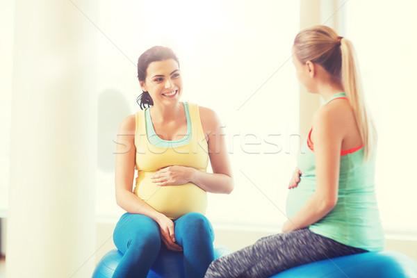 Stockfoto: Twee · gelukkig · zwangere · vrouwen · vergadering