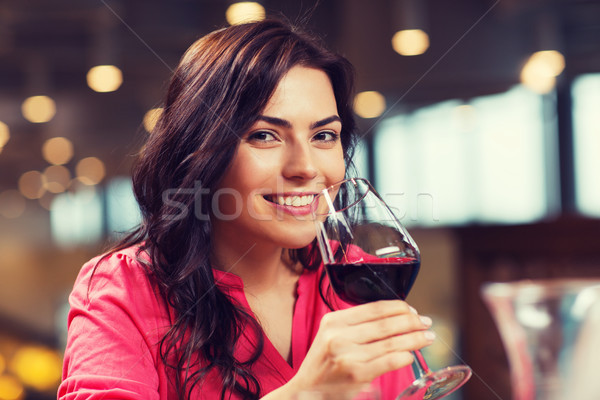 Stock fotó: Mosolygó · nő · iszik · vörösbor · étterem · szabadidő · italok